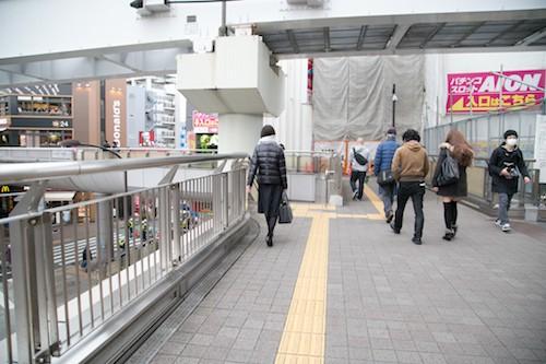 立川駅南口を出ます